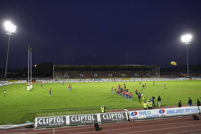 The Stadium of albi is now illuminated at 1500 lux with 4 poles equipped  with 96 projectors. 1140137495